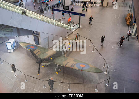 London, UK. 31st May 2019. An Imperial War Museum (replica) Spitfire on display at London Bridge Station to mark 75 years since D‐Day. Credit: Guy Bell/Alamy Live News - Stock Photo