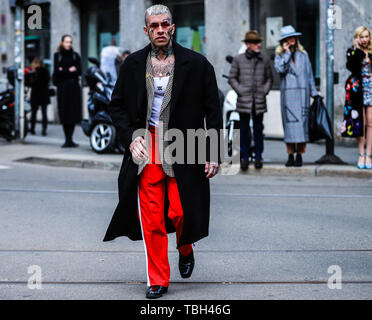 Milan, Italy. 24th Feb, 2019. 2019: Men on the street during the Milan Fashion Week. Credit: Mauro Del Signore/Pacific Press/Alamy Live News - Stock Photo