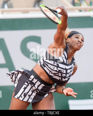 Paris, France. 1st June, 2019. Serena Williams (USA) is defeated by Sofia Kenin (USA) 2-6, 5-7, at the French Open being played at Stade Roland-Garros in Paris, France. © Karla Kinne/Tennisclix 2019/CSM/Alamy Live News - Stock Photo