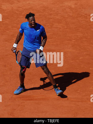 Paris, France. 1st June, 2019. Gael Monfils of France reacts during the men's singles third round match with Antoine Hoang of France at French Open tennis tournament 2019 at Roland Garros, in Paris, France, on June 1, 2019. Credit: Han Yan/Xinhua/Alamy Live News - Stock Photo