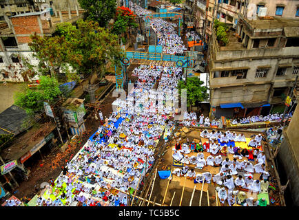 Muslim devotees offer prayers to their almighty during Eid-ul-Fitr festival at a mosque on the outskirts of Kolkata, India.  Eid - ul- Fitr is a Muslim festival of happiness celebrated all over the world marking the end of the holy month of Ramadan. - Stock Photo