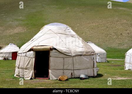 Yurts in Tash Rabat valley, Naryn province, Kyrgyzstan. - Stock Photo
