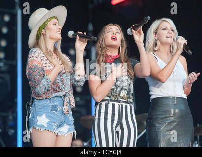 June 8, 2019 - Nashville, Tennessee; USA -  Musicians RUNAWAY JUNE  performs live at Nissan Stadium as part of the 2019 CMA Music Festival that took place in downtown Nashville.   Copyright 2019 Jason Moore. (Credit Image: © Jason Moore/ZUMA Wire) - Stock Photo