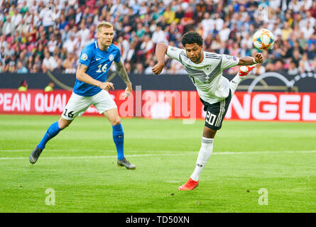Mainz, Germany. 11th June, 2019. Serge GNABRY, DFB 20. compete for the ball, tackling, duel, header, zweikampf, action, fight against Joonas TAMM, EST 16 GERMANY - ESTLAND Important: DFB regulations prohibit any use of photographs as image sequences and/or quasi-video. Qualification for European Championships, EM Quali, 2020 Season 2018/2019, June 11, 2019 in Mainz, Germany. Credit: Peter Schatz/Alamy Live News - Stock Photo