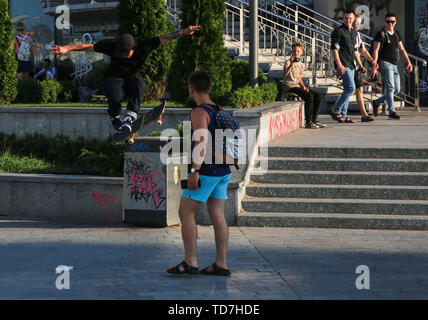 Kyiv, Ukraine. 12th June, 2019. People walk at a Postal square hot summer day in Kyiv, Ukraine, June 12, 2019. Summer heat fell to Kyiv. The temperature has passed the mark of 31 degrees Celsius Credit: Sergii Kharchenko/ZUMA Wire/Alamy Live News - Stock Photo