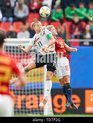 Valenciennes, France. 12th June, 2019. Alexandra POPP, DFB 11 compete for the ball, tackling, duel, header, zweikampf, action, fight against Maria LEON, ESP 16 GERMANY - SPAIN Women FIFA World Cup France Season 2018/2019, June 12, 2019 in Valenciennes, France. Credit: Peter Schatz/Alamy Live News - Stock Photo