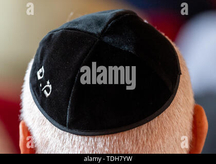 Dresden, Germany. 16th June, 2019. A participant of the ceremonial inauguration of the new Tora roll for Dresden in the city hall wears a kippa. Credit: Robert Michael/dpa-Zentralbild/dpa/Alamy Live News - Stock Photo