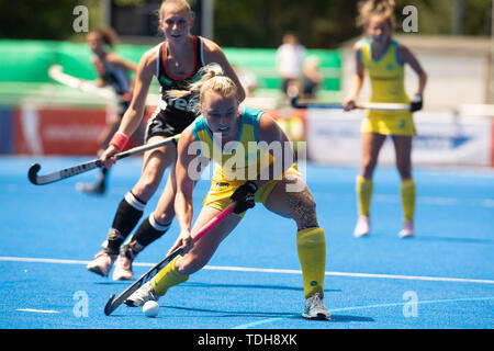 Krefeld, Germany, June 16 2019, hockey, women, FIH Pro League, Germany vs. Australia:  Jane Claxton (Australien) drives the ball.             Credit: Juergen Schwarz/Alamy Live News - Stock Photo