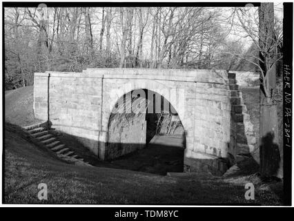 PERSPECTIVE VIEW OF SOUTH PORTAL - Skew Arch Bridge, Spanning Incline No. 6 at Old U.S. 22 on east slope of Allegheny Mountain, Cresson, Cambria County, PA - Stock Photo