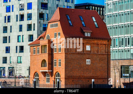 old brick-lined house at Ericus bridge in front of modern office buildings in the Hafencity, Germany, Hamburg - Stock Photo