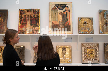 Sotheby's, London, UK. 31st May 2019. From Fabergé and Feodor Rückert to Alexei Bogoliubov and Konstantin Makovsky, works by Russian Masters come together in London for Sotheby's Russian Art sales on 4 June. Image: Russian Icons. Credit: Malcolm Park/Alamy Live News. - Stock Photo