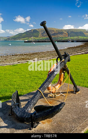 Ireland, Co Louth, Cooley Peninsula, Carlingford, harbour, large old iron anchor on waterfront - Stock Photo