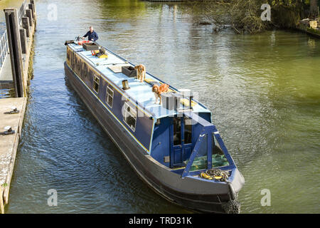 MARLOW, ENGLAND - MARCH 2019: Narrow boat on the River Thames in Marlow - Stock Photo