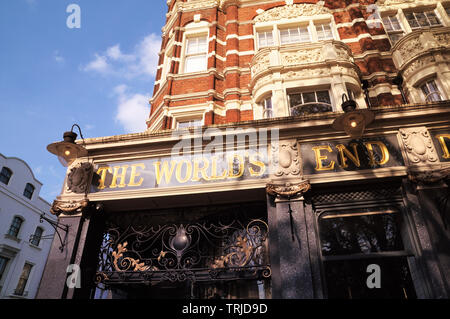 The World's End Market (formerly World's End Distillery), a famous late-Victorian gin palace on the King's Road, Chelsea, London, England, UK - Stock Photo