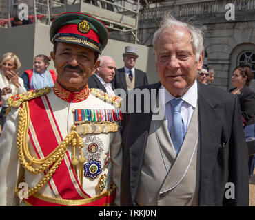 Horse Guards Parade, London, UK. 8th June 2019. Guests leave Horse Guards Parade after Trooping the Colour. Image: Chief of Staff of Sultan's Armed Forces (Sultanate of Oman) Lt Gen Ahmed bin Harith al Nabhani with former UK Chief of Defence Staff Field Marshal Lord Guthrie, who was injured after falling from his horse in the 2018 Trooping the Colour. Credit: Malcolm Park/Alamy Live News. - Stock Photo