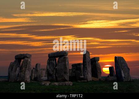 Stonehenge, Solstice,Sunrise,sun,beams,Neolithic, Stone, Circle, Stonehenge, Wiltshire, England, UK, - Stock Photo