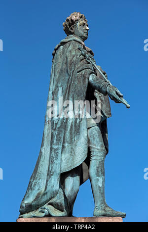 The statue of King George IV in George Street, Edinburgh was erected to commemorate the visit of George IV to Scotland in 1822. - Stock Photo