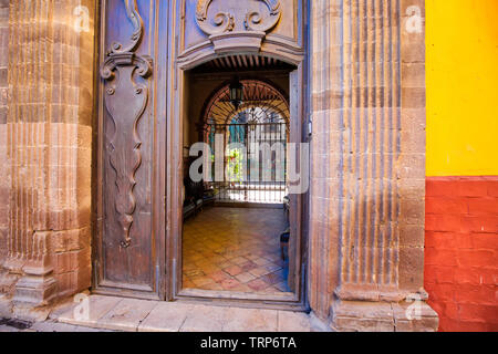 Mexico, Colorful buildings and streets of San Miguel de Allende in historic city center - Stock Photo