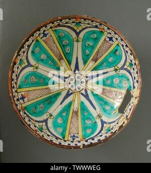 '(Mokhfia) Ceramic Vessel (image 2 of 2); English:  Morocco, Fez, first half of 19th century Furnishings; Serviceware Ceramic The Madina Collection of Islamic Art, gift of Camilla Chandler Frost (M.2002.1.309) Islamic Art; First half of 19th century; ' - Stock Photo