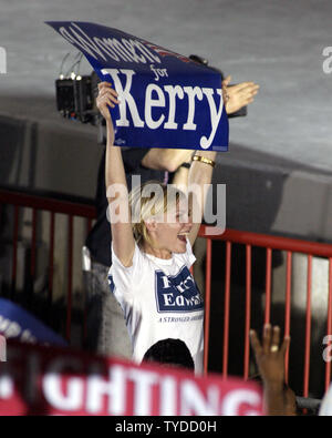Kirsten Dunst shows her supportat  for Senator John Kerry at the Bayfront Park Amphitheatre in Miami,  Florida, on October 29, 2004.  (UPI Photo/Michael Bush) - Stock Photo