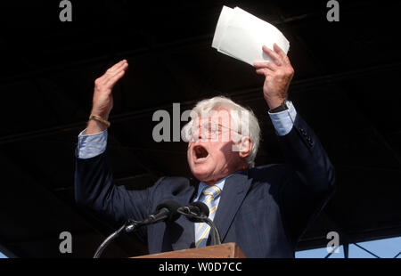 Sen. Edward Kennedy (D-MA) speaks at the National Capital Immigration Coalition immigration rally, in Washington on August 7, 2006. (UPI Photo/Kevin Dietsch) - Stock Photo