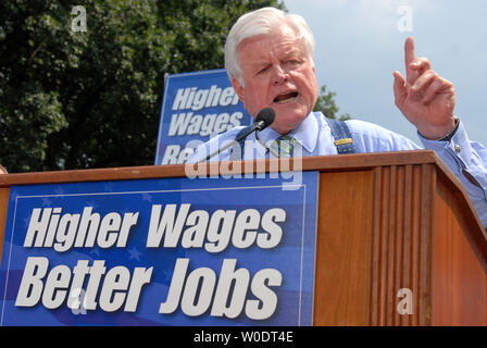 Sen. Edward Kennedy (D-MA) speaks at a rally celebrating the passing of legislation that raised minimum wage in Washington on July 24, 2007. The minimum wage, which has not been raised in ten years, was increased to $5.85. (UPI Photo/Kevin Dietsch) - Stock Photo