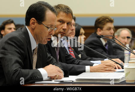 Randall Stephenson, chairman, CEO and president of AT&T, Inc. testifies regarding the proposed merger between AT&T and T-Mobile before the House Judiciary Committee on Capitol Hill in Washington, DC on May 26, 2011. At right is Rene Obermann, CEO of Deutsche Telekom AG.     UPI/Roger L. Wollenberg - Stock Photo