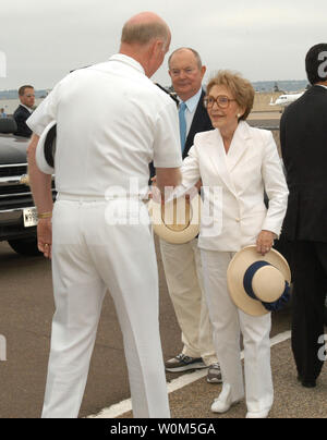 Former First Lady Nancy Reagan greets Commander U.S.  Naval Air Force Pacific, Vice Adm. Michael D. Molone, upon her arrival to Naval Air Station North Island.  Mrs. Reagan will make her first public appearance since the passing of President Ronald W. Reagan while honoring his namesake USS Ronald Reagan (CVN 76), during a ship homeporting celebration July 23, 2004.   (UPI Photo/Kleynia R. McKnight/US Navy) - Stock Photo