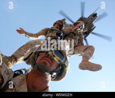 Marines from 24th Marine Expeditionary Unit are suspended from a CH-53 Super Stallion helicopter from Marine Medium Tilt Rotor Squadron 162 during an exercise in Djibouti on March 24, 2010. UPI/Alex C. Sauceda/U.S. Army - Stock Photo
