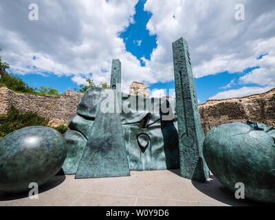 Balls Head or the Interpretation of Ruins, Sculpture, Reading Abbey Ruins, Reading, Berkshire, England, UK, GB. - Stock Photo