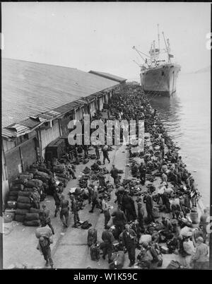 U.S. troops are pictured on pier after debarking from ship, somewhere in Korea.; General notes:  Use War and Conflict Number 1382 when ordering a reproduction or requesting information about this image. - Stock Photo