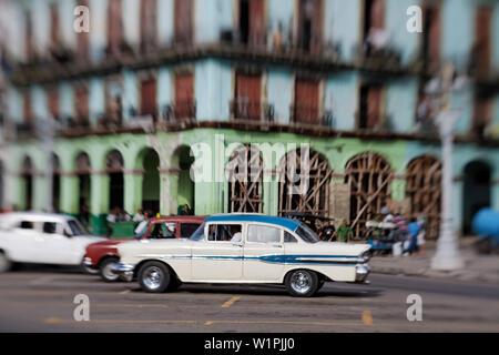 Oldtimer in Havanna Cuba - Stock Photo