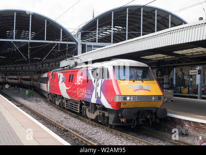 InterCity 225 train hauled by Class 91 electric locomotive 91101 named Flying Scotsman at Newcastle Central Station, Newcastle upon Tyne, England, UK - Stock Photo