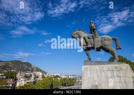 Georgia, Tbilisi, Avlabari, Equestrian Statue of King Vakhtang Gorgasali  beside  Metekhi Church - Stock Photo
