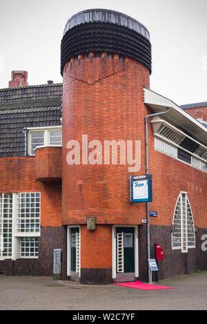Netherlands, Amsterdam, Museum Het Schip, 1921 housing project designed by Michel de Klerk for railway employees resembling a ship, exterior - Stock Photo