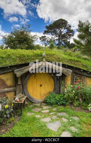 New Zealand, North Island, Matamata, Hobbiton Movie Set, Hobbit house - Stock Photo