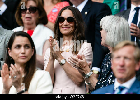 London, UK, 8th July 2019: Pippa Middleton visits the Wimbledon Tennis Championships 2019 at the All England Lawn Tennis and Croquet Club in London. Credit: Frank Molter/Alamy Live news - Stock Photo