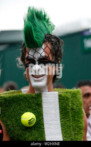 London, UK. 8th July, 2019. Photo taken on July 8, 2019 shows a spectator dressed up with tennis court decorations at the 2019 Wimbledon Tennis Championships in London, Britain. Credit: Han Yan/Xinhua/Alamy Live News - Stock Photo