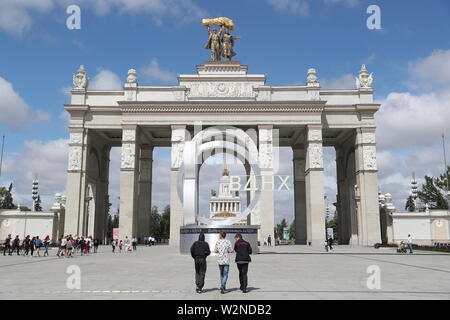 Moscow, Russia. 10th July, 2019. MOSCOW, RUSSIA - JULY 10, 2019: The main entrance to the VDNKh exhibition centre and park. Alexander Shcherbak/TASS Credit: ITAR-TASS News Agency/Alamy Live News - Stock Photo