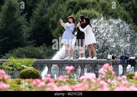 Moscow, Russia. 10th July, 2019. MOSCOW, RUSSIA - JULY 10, 2019: Girls take a selfie in Gorky Park. Anton Novoderezhkin/TASS Credit: ITAR-TASS News Agency/Alamy Live News - Stock Photo