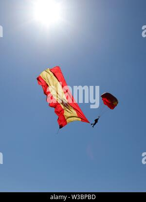 Malaga, Spain. 14th July 2019. A parachute displays a Spanish national flag during an exhibition as part of 4th International Air Show on Torre del Mar Beach, in Velez-Malaga, southern Spain, 14 July 2019. Some 20 army and civil aircrafts took part in the event. EFE/ Isabel Diaz Credit: EFE News Agency/Alamy Live News - Stock Photo