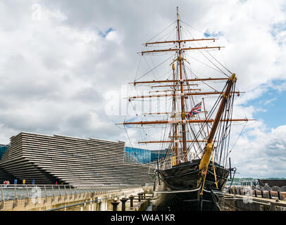 V&A Dundee museum & RSS Discovery ship, Waterfront  Riverside Esplanade, Dundee, Scotland, UK - Stock Photo