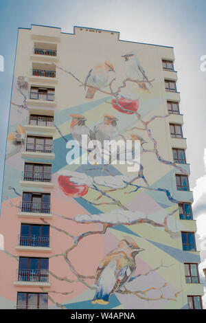 KYIV, UKRAINE - MAR 19, 2019: birds on the branches - part of large-scale legal graffiti on the wall of a multistory building. - Stock Photo