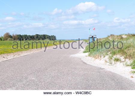Strandweg am Deich in Heidkate an der Ostsee im Frühling - Stock Photo