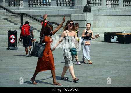 London, UK, 25 July 2019 Sunshine in the West End of London on hottest day of the year Credit: JOHNNY ARMSTEAD/Alamy Live News - Stock Photo