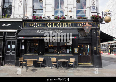 The Globe Public House, Moorgate, London, Wall, London, EC2, UK - Stock Photo