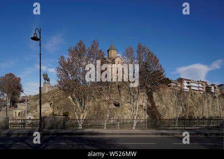 View on the cliff with the Metekhi Church and the Gorgassali monument in the historic neighborhood Metekhi. Tbilisi, Georgia, Caucasia, Eurasia - Stock Photo