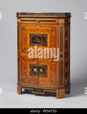 Secretaire with marquetry and lacquer panels, Secretaire with marquetry on an oak core. The front legs with fittings are placed at an angle. The corner posts above it carry a round lacquer panel surrounded by black pipes, top batter. The fields at the front bear lacquer panels on a bow, surrounded by angular frames, fields with a diamond pattern and a double band braided in the corners. The fields on the sides each have two paint panels, most round. Wall cabinet with top, base cabinet with doors and angled threshold with lacquer panel. Raised edge., anonymous, Northern Netherlands, 1780, wood - Stock Photo