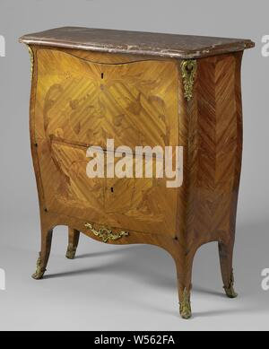 Secretaire, decorated in marquetry including a tulip bouquet, Secretaire decorated with marquetry of rose, rosewood and other types of wood on an oak core. The angled legs, the front with S-shaped corner posts, merge with the scalloped front and side lines. The used front shows a heart-shaped shield formed by leaf leaves in which a tulip bouquet. The upper half serves as a writing surface for a wall cabinet divided in two, the lower half has two doors. Rocaille fittings at the bottom of the legs, at the top of the posts and on the front line., anonymous, France, 1750, wood (plant material - Stock Photo