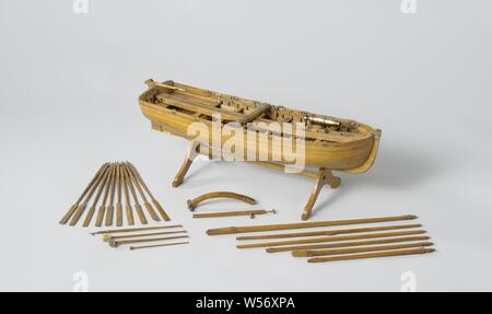 Model of an Armed Longboat, Truss model with round wood on a stand. Smooth-edged double-belted barkas, round truss with flat sheer and flat mirror, a forecourt, six diets and rails and an open cabin with side dents. The prow is coppered and has a disk. Three-part frames. Simple rudder with a tiller that fits over the rudder king. The rig consists of a large mast with ra for a bucket sail and a grape mast with a parrot pole and whip. The barkas is armed with a carronade on a loose carriage, which extends from the front to the stern, and is provided with loading equipment, the carronade is moved - Stock Photo